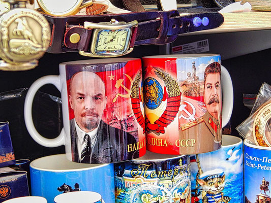 Tassen mit Lenin- und Stalinmotiv