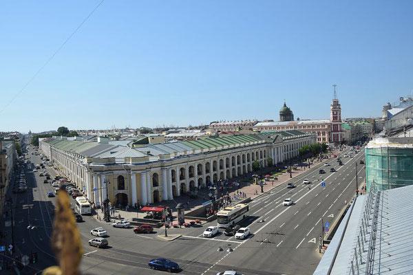Blick auf den Newski Prospekt - das Kaufhaus Gostiny Dwor
