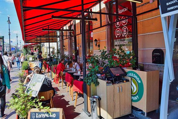Straßencaffee am Newski Prospekt