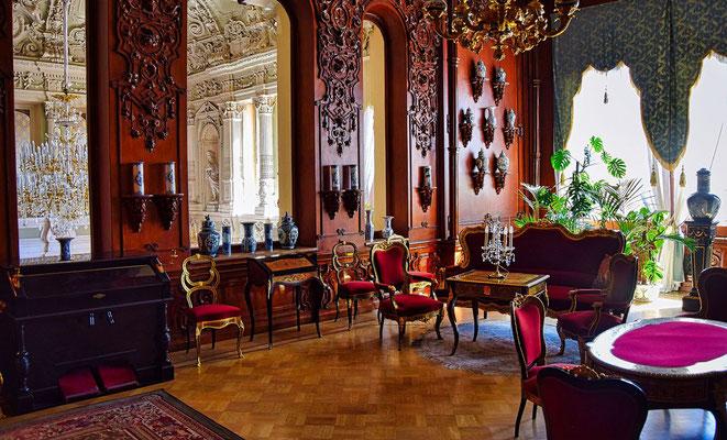 großes Zimmer im Palast