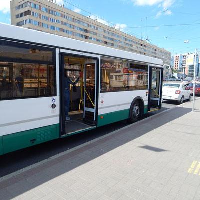 Bus an der Haltestelle
