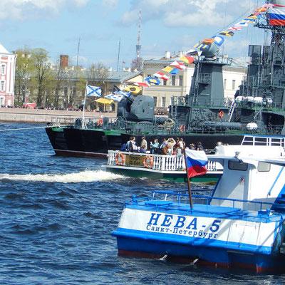 Die Newa in Sankt Petersburg      k