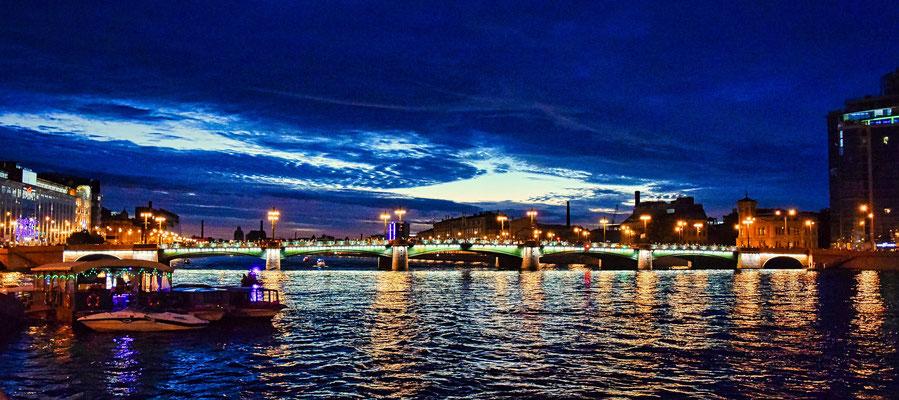 Nacht in Sankt Petersburg die Samsonbrücke