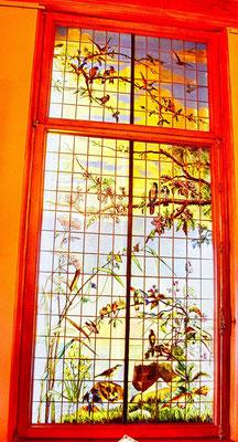 bunt bemaltes Fenster im Palast