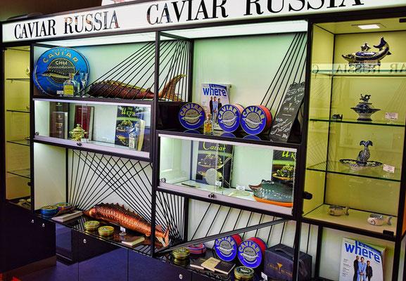 Regal mit Kaviar