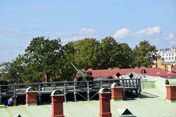 mit dieser Kanone wird jeden Tag ein Schuss von der Festung abgegeben