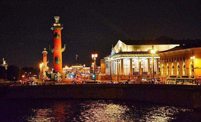 die beiden Leuchttürme und die alte Börse bei einer individuellen Tour durch Sankt Petersburg