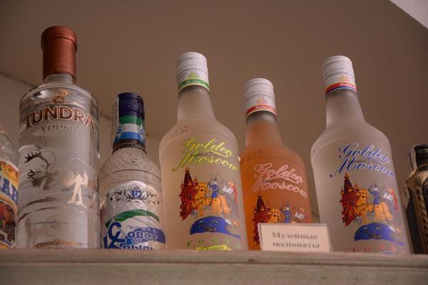 Sammlung historischer Wodkaflaschen