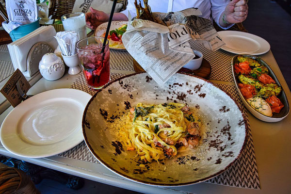 Essen im Restaurant Koryushka