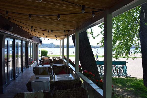 Außenbereich des Restaurants auf der Peter und Paul Festung