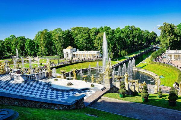Peterhofer Park mit dem Meereskanal