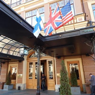 Eingang Grans Hotel