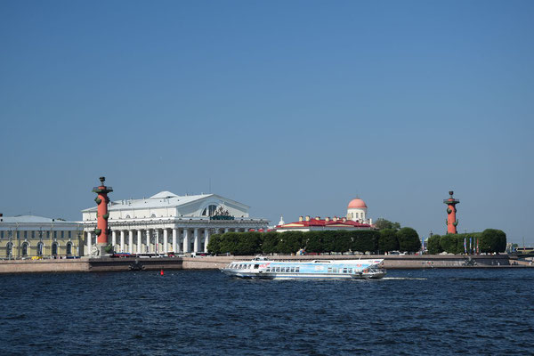 die alte Börse die beiden Leuchttürme und ein Tragflächenboot