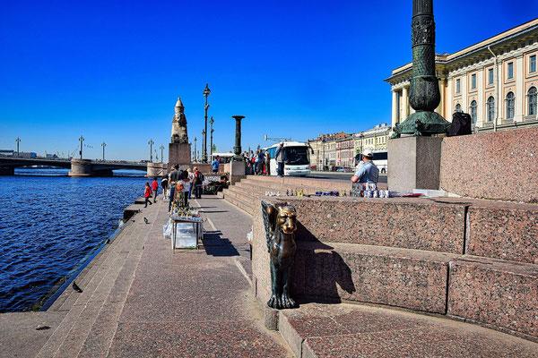 Fotopause an den Phinxen bei einem Landausflug St Petersburg