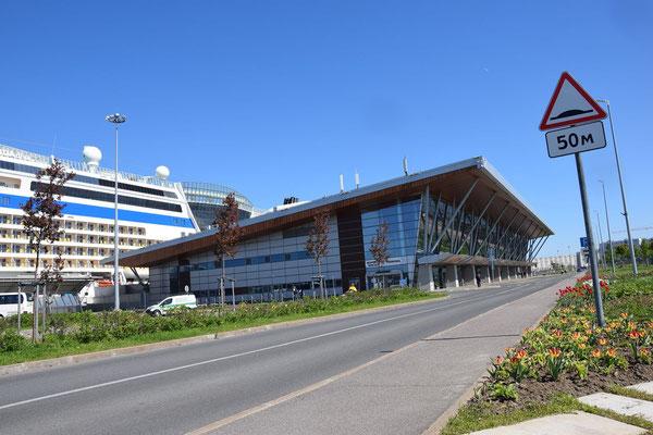 Wartehalle im Passagierschiffhafen