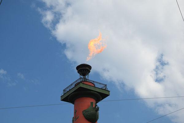 Fackel vom Leuchtturm am Feiertag