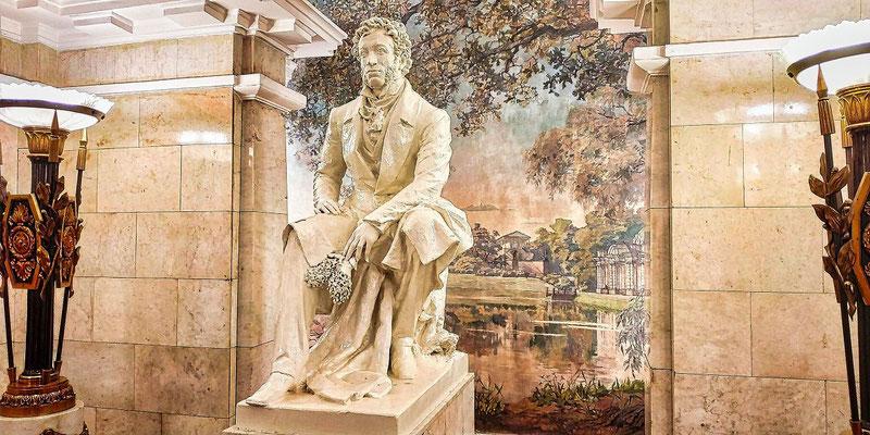 Denkmal an den Dichter Puschkin in der Metro