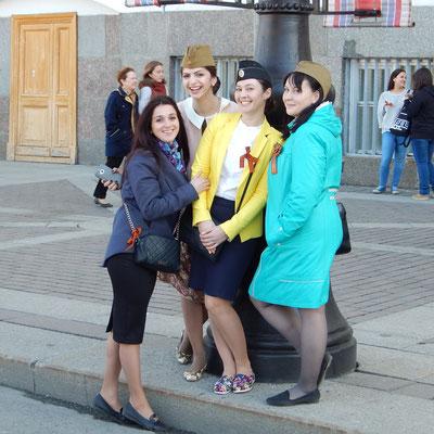 Junge Damen im Zentrum
