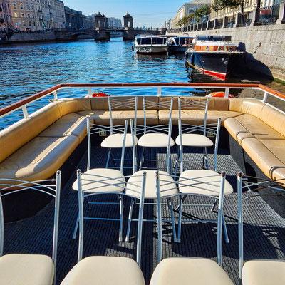 Die Kanalfahrt – Bootsfahrt in Sankt Petersburg - die Besichtigung der Stadt auf dem Wasser
