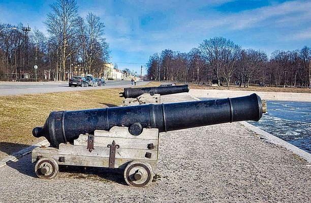 Kanone im Hafen