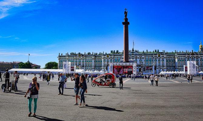 Palastplatz mit der Siegessäule