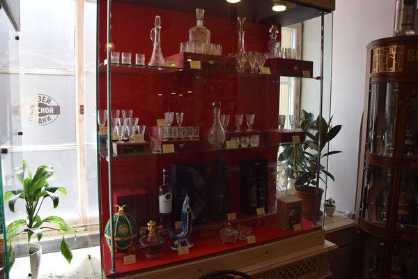 Wodkagläser und Flaschen