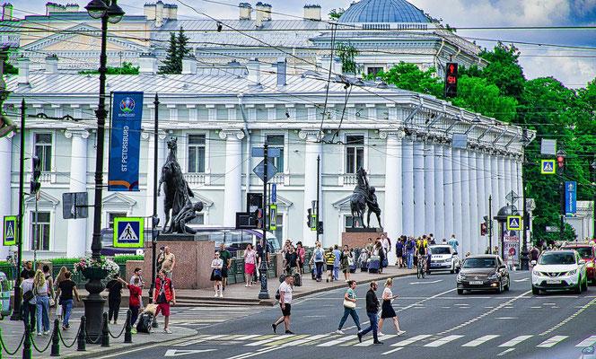 Anitschkow Brücke mit den Pferden