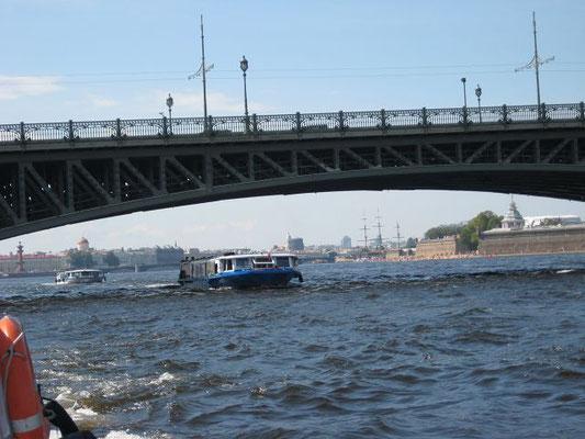 Bootsfahrt St. Petersburg auf der Newa      k