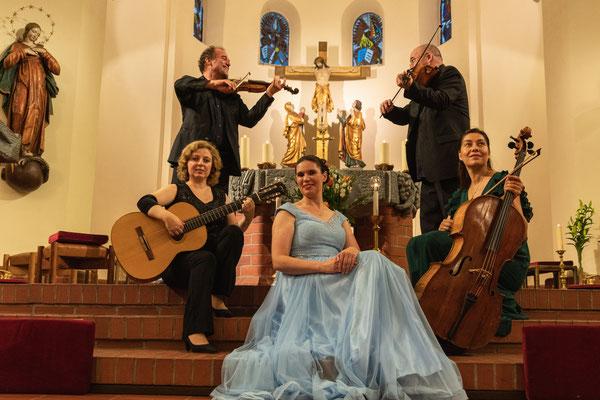 Raimund Eckertz (Violine), Stefan R. Kelber (Viola), Lidiya Naumova (Gitarre), Ekaterina Gorynina (Violincello), Andrea Chudak (Sopran) (Foto: Alex Adler)