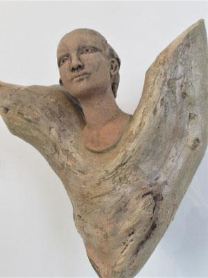 Engel, Keramik-Schwemmholz, ca. 80 cm