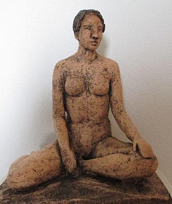 sitzender Fauenakt, Keramik