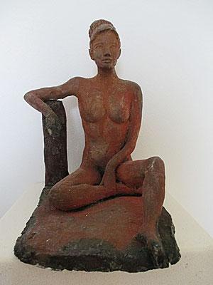 sitzender Frauenakt, Keramik, Raku