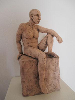 sitzender Männerakt, Keramik