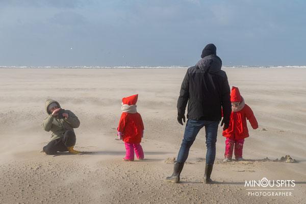 De sterke wind op het strand levert ook mooie plaatjes op
