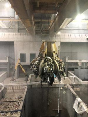 Kehrichtbunker: Pro Jahr werden in der Renergia rund 250'000 Tonnen Abfall entsorgt und in Strom und Wärme umgewandelt.