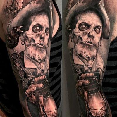tatuaje pirata realista
