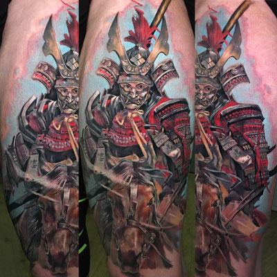 tatuaje pierna samurai