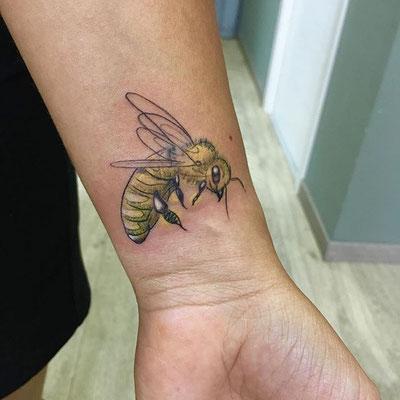 tatuaje abeja sketch