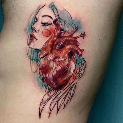 tatuaje corazón anatómico