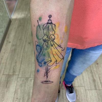 tatuaje maniquí watercolor