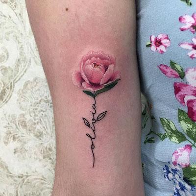 tatuaje peonía pequeño