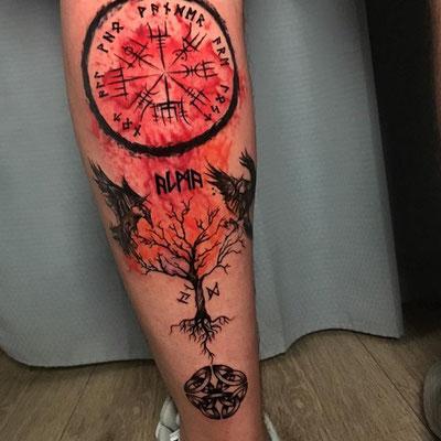 brujula vikinga tattoo