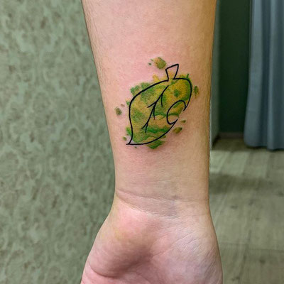 tatuaje hoja watercolor
