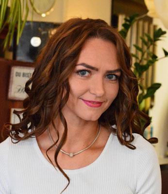 """Unsere Friseurin """"Luba"""" Ljubow Nebert ist ein sonniges  Teammitglied und sehr beliebt bei unseren Kunden. Ihre  Freundlichkeit und Fachkenntnis sind eine echte Bereicherung."""