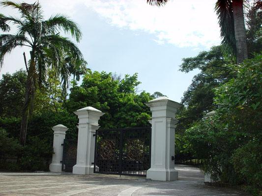 正面入り口 @Tanglin Gate、ホテル(マリナ・マンダリン)からタクシーで8ドル