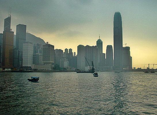 2004/5/18から5/21までの香港島に滞在中に、ホテル近くにある香港返還のセレモニーが行われた一帯を歩いた