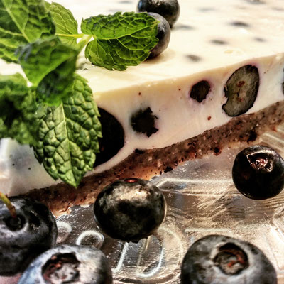 Keto-Joghurt Kühlschrank -Torte mit Heidelbeeren
