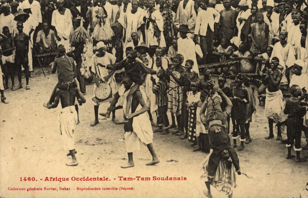 Manjanin/Mendiani dance performance (girls on top of male adults' shoulders), probably in Bamako
