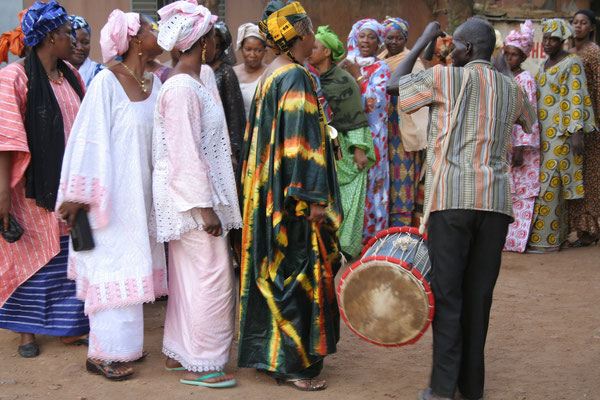 "The Piece ""Denba-dòn"" (Dance of the [bride's] mother) is associated with the bride's older female relatives who organize the celebration."