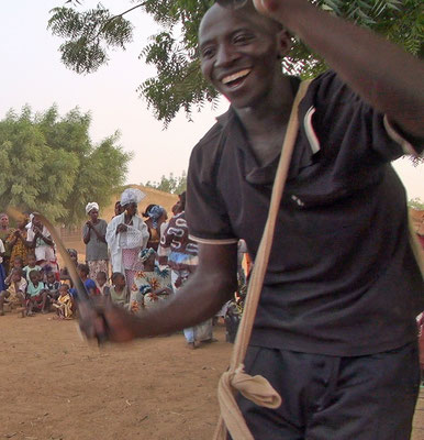 Toutou Sacko in performance (still of the Diallola event)